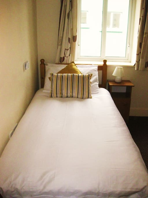 Bedroom 2: Single Bed Sharing (Room sleeps 3)