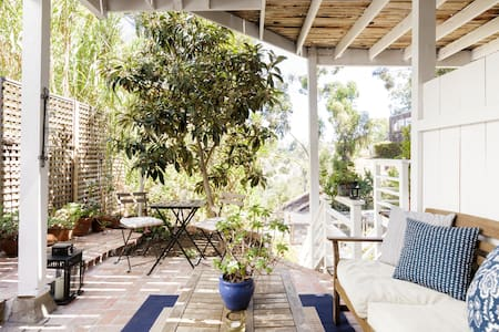 Cozy Studio with Private Patio on a Canyon in Mission Hills