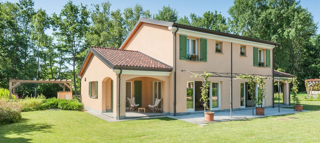 4 Bedroom Villa with Swimming Pool and Golf Course - Bogogno - Villa