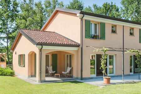 4 Bedroom Villa with Swimming Pool and Golf Course - Bogogno