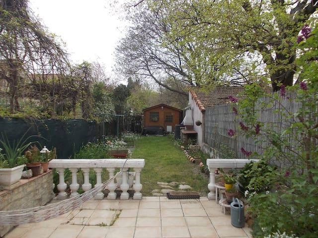 Petite maison confortable et jardin - Carpentras - Rumah