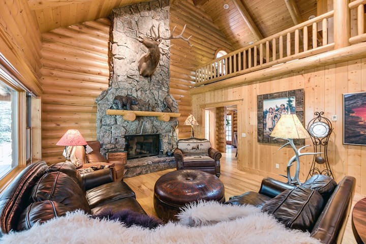 Amazing Log Home on Big Thompson River