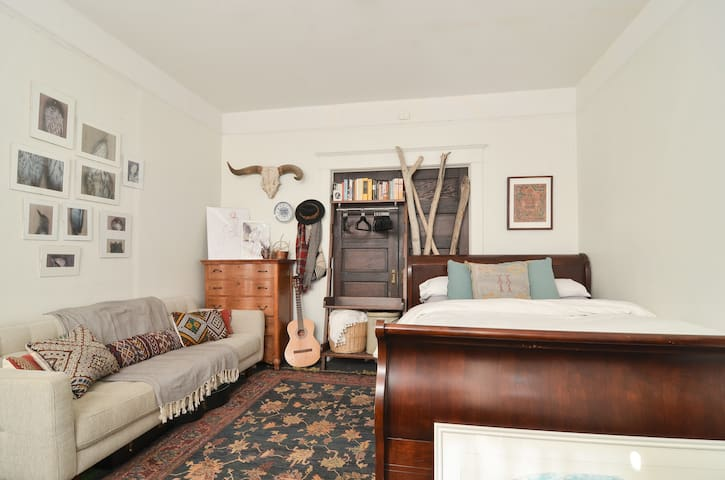 Charming & Bright in Capitol Hill! - Seattle - Apartment