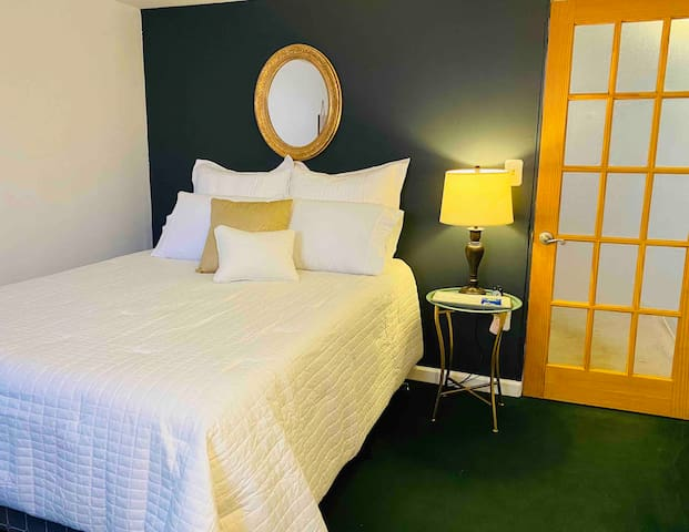 Guest Suite: Private, clean, awesome location!