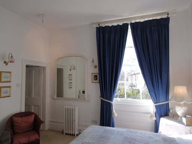 Twin bedded room in central Ely