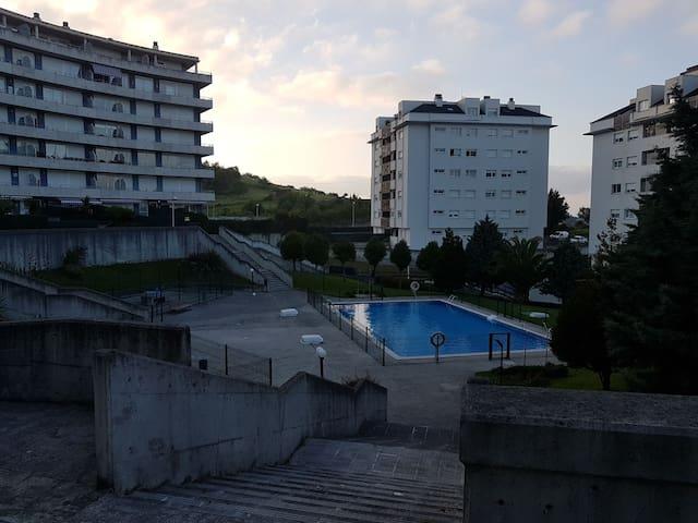 Apartamento con piscina y jardin privado