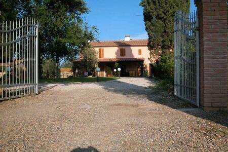 Podere Le Sugherine,Aia appartamento con Piscina - Bagno di Gavorrano - Lakás