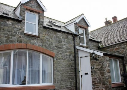 Mews Lane Cottage  Sleeps 4, free fibre wi-fi