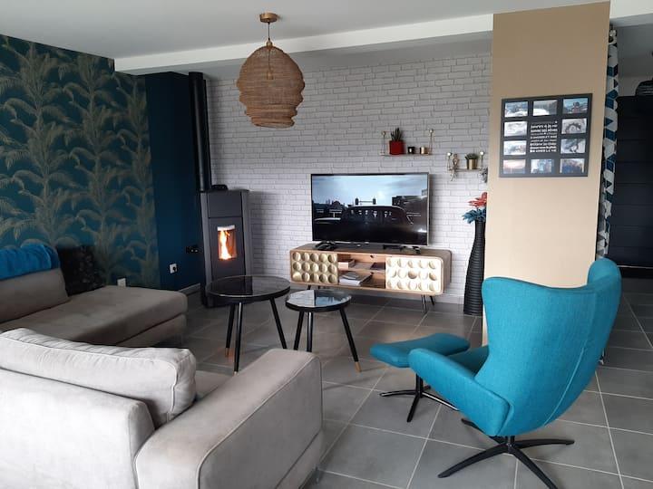 Maison récente 5 mn de LAVAL avec terrasse 44 m2