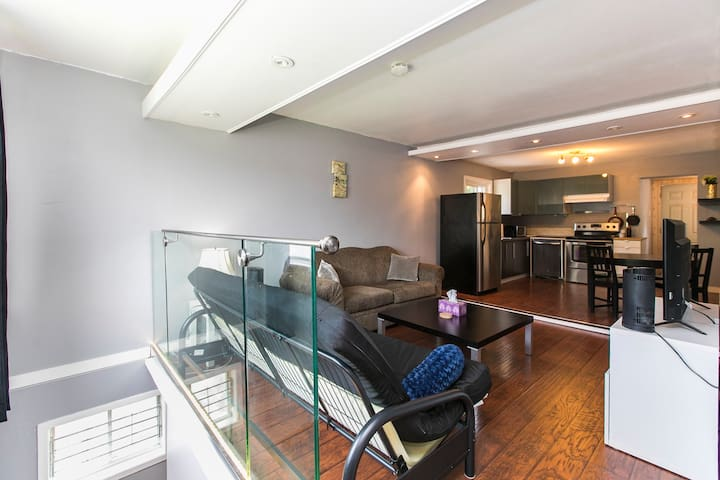 ★ 10 MINS TO DOWNTOWN OTTAWA ★ - 4 Beds | Sleeps 6