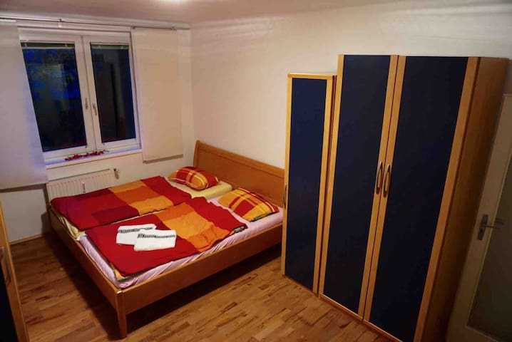 Light, spacious room, near city center (U6, trams)