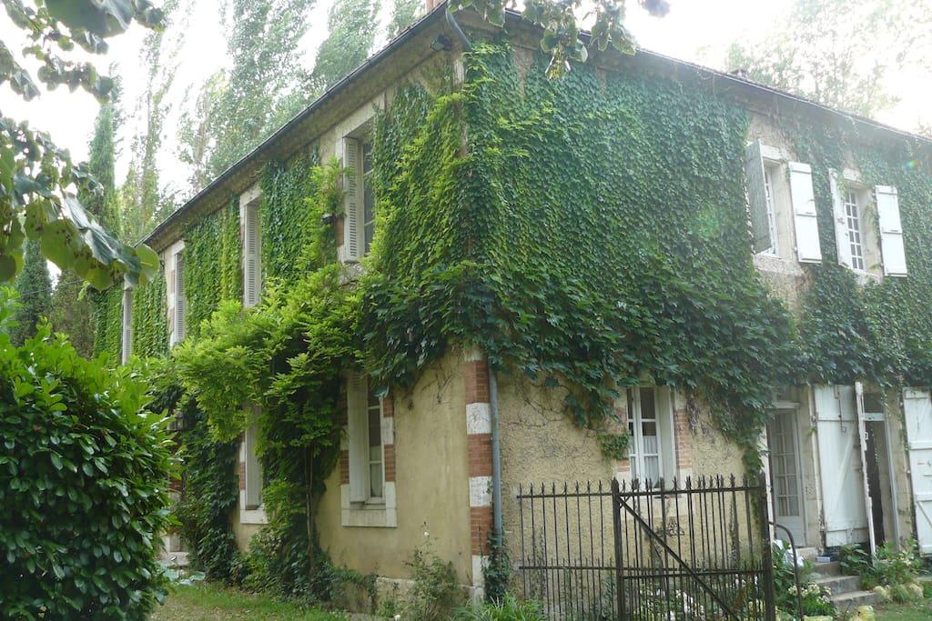 Maison du 19ième siècle, parfaitement renovée et entretenue
