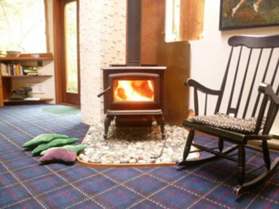 Woodstove in cottage available mid-december onwards.  electric heat also available