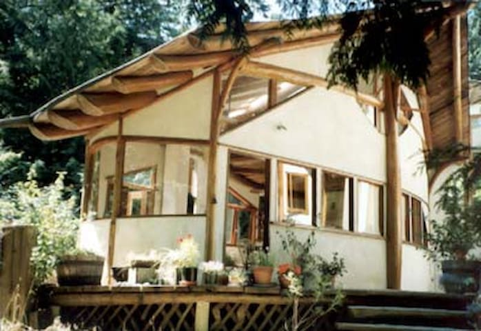 Beautiful Cottage near the Beach - Hornby Island - Huis