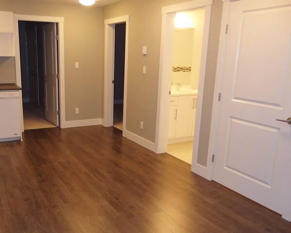 Edmonton Private Entrance & 2 Bedroom - Edmonton - Hus