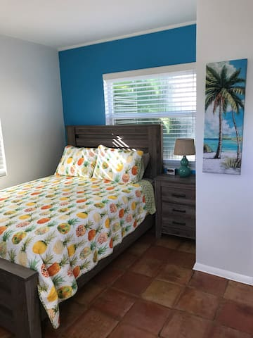 Private cottage in the heart of Wilton Manors