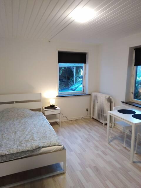 Centralt værelse tæt på Aalborg/Nørresundby  v1