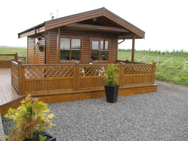 Cozy Cabin, near the Golden Circle, Free Hot Tub