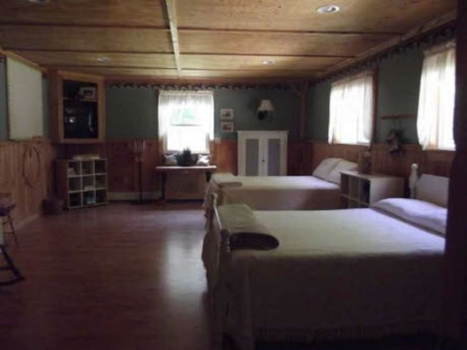 Silver Lake Lodge - Downstairs bedroom