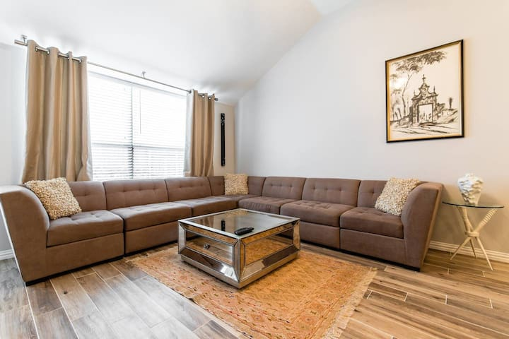 Modern Comfy Private Room Near DFW