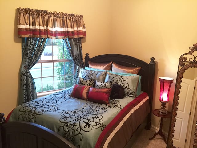 French Quarters-Clean, Cozy, Queen Bed - Broken Arrow - House