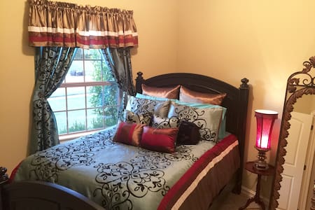 French Quarters-Clean, Cozy, Queen Bed - Broken Arrow - 獨棟