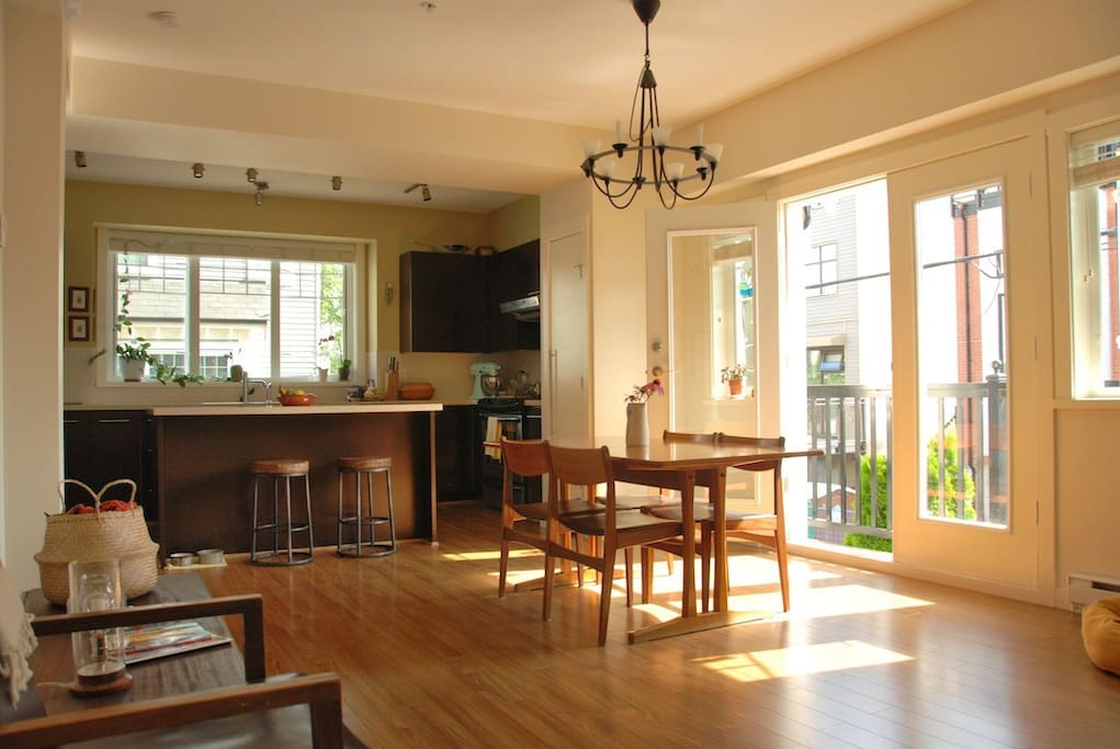 Lovely big kitchen with all appliances and sharp knives!