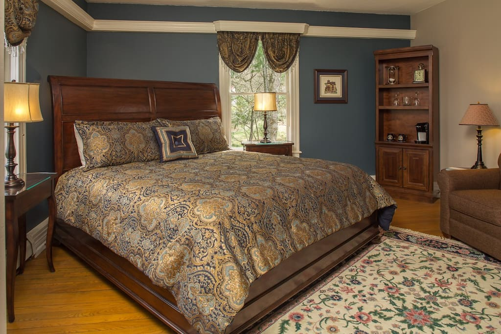 The luxurious King Size bed