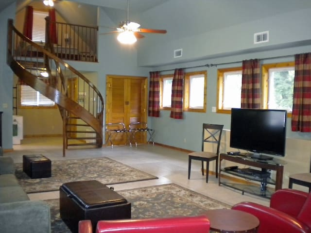 Spacious Loft Apt in Rocheport Mo - Rocheport - Apartment
