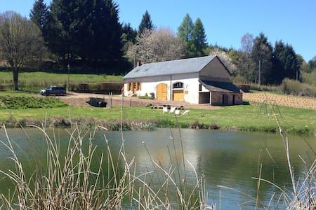 Le Manoir de Montsermage et son étang privé - Moux-en-Morvan
