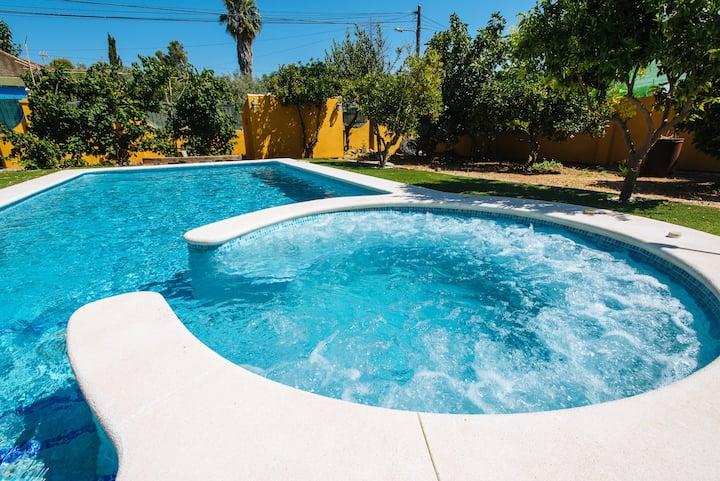 Villa Oasis Los Naranjos con jacuzzi a 15' Sevilla