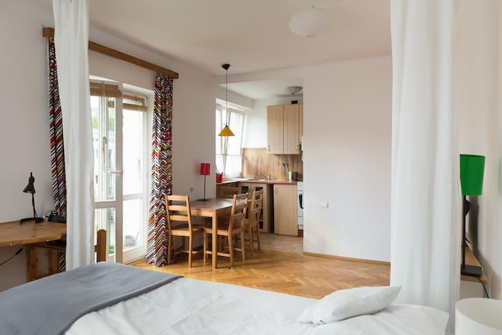 Słoneczne mieszkanie na Bielanach.