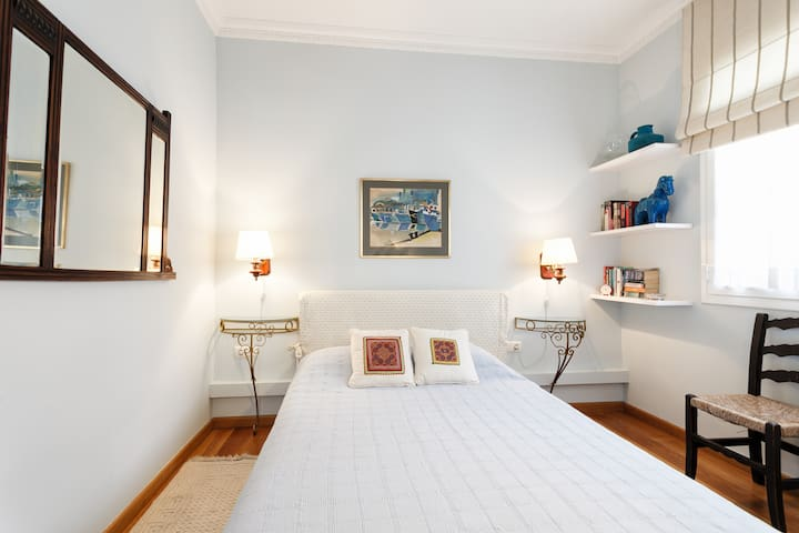 The Blue Room in our Family Luxury Apartment - Barcelona - Departamento