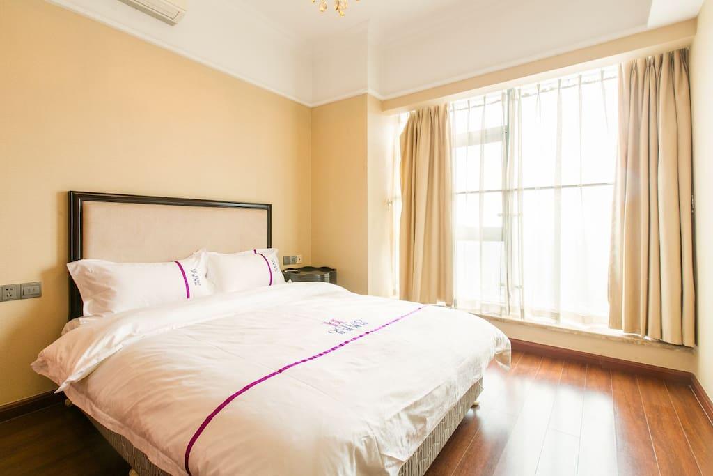 卧室房间宽敞