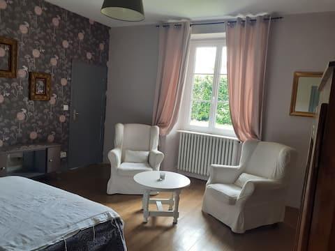 Appartement independant  intégré dans une maison briarde avec jardin