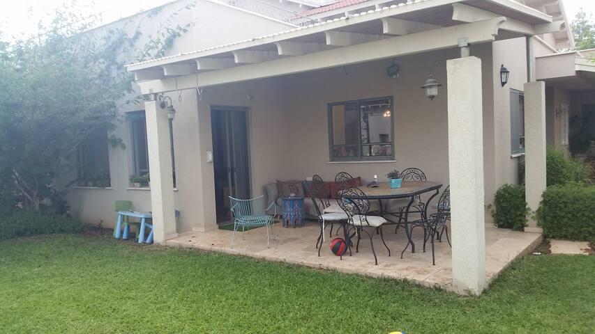 בית פרטי גדול עם חצר בקיבוץ גבעת חיים