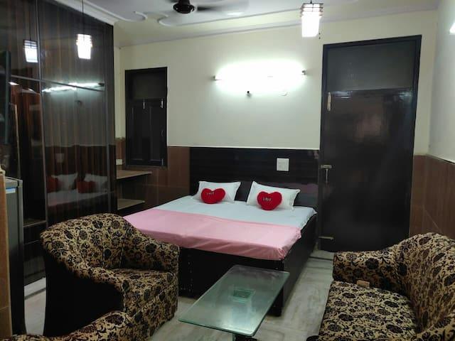Shri Shyam Residency, Opp Dwarka Mor Metro Station