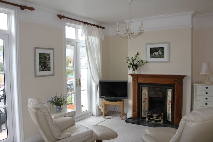 Charming sunny apartment in central Sidmouth