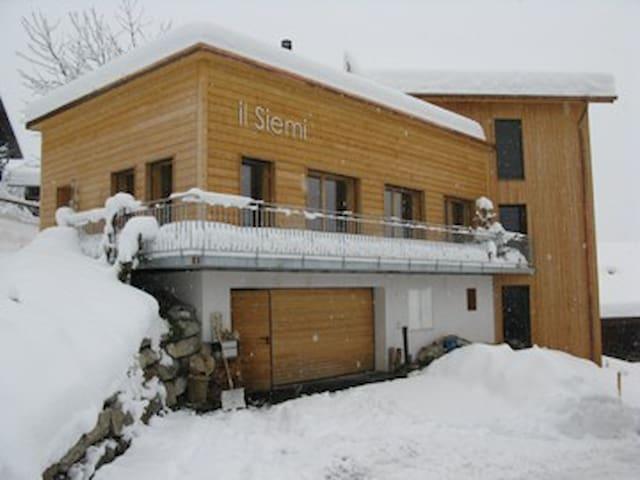 Casa 4 +/od 5 Bettzimmer, Gastküche - Luven - Talo