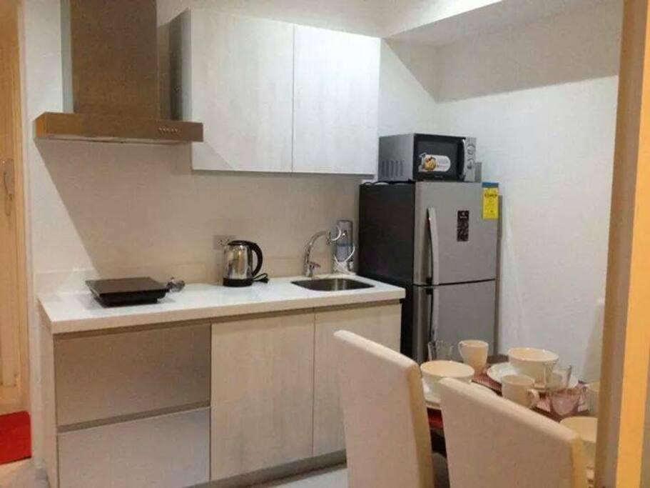 Kitchen & dining area...