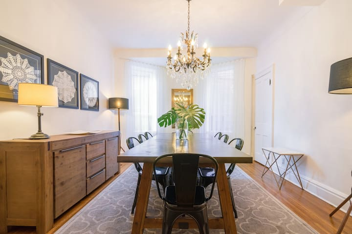 Unwind in a Stylish House in Trinity Bellwoods