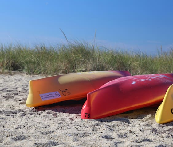 Guests offered discount on kayak rentals.