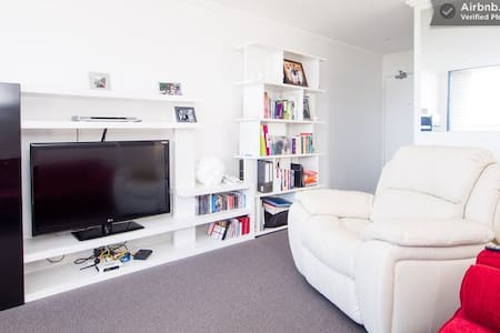 Room+Brekky,fab view+easy location! Includes wine! - Kensington