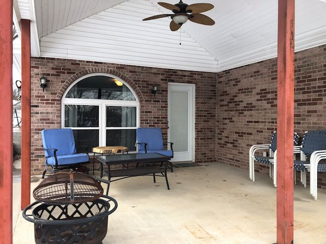 Lee's Summit Lake Home Executive Monthly Rental