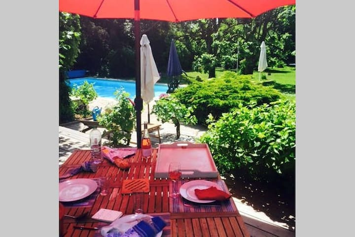 Prix pour 5 Pers 2chamb/ 3 lits/B&B PISCINE - Chaumes-en-Brie - Bed & Breakfast