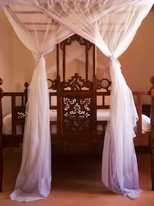 Five private self contained rooms - Stone Town - Bed & Breakfast