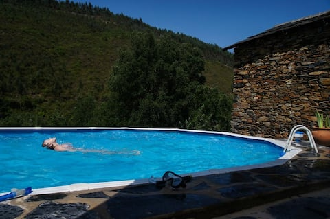 Secluded mountain house, 50m River Paiva