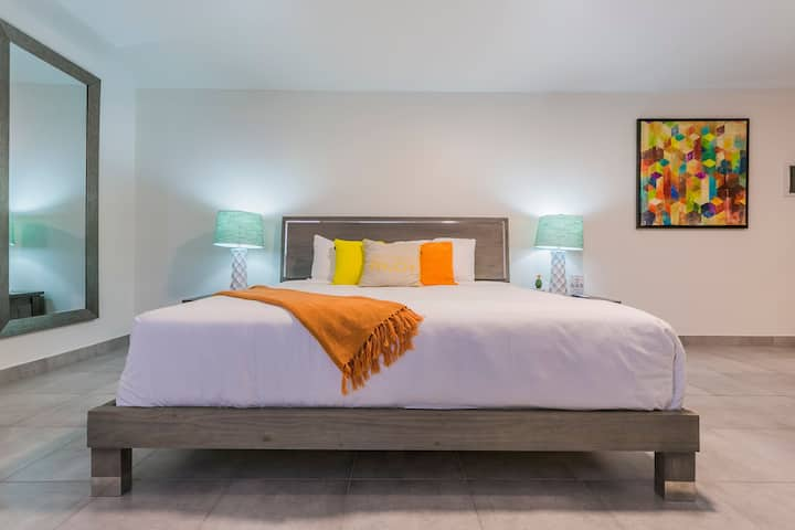 Turibana Plaza Deluxe w/ King Size Bed & Sofa