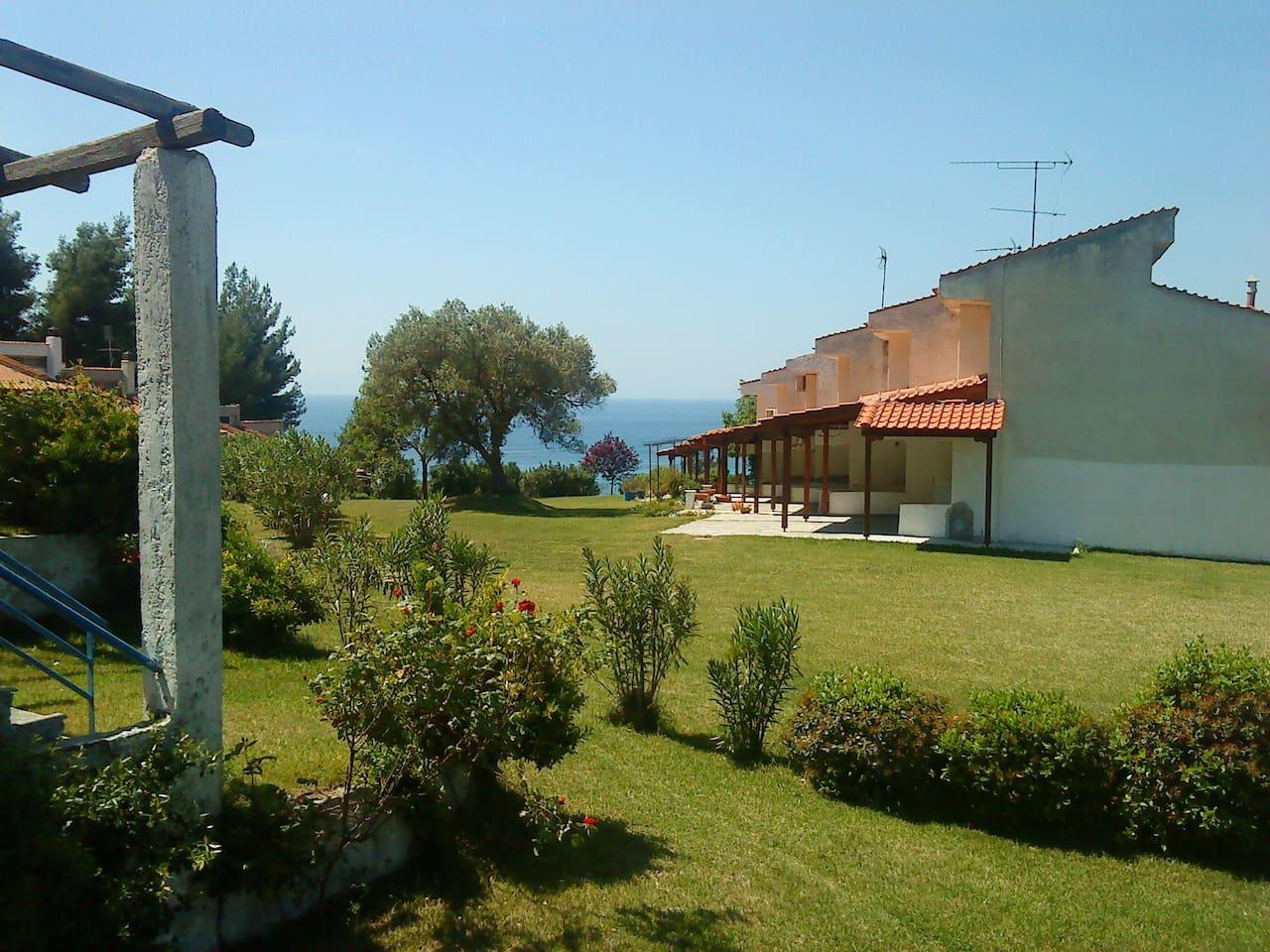 Θέα από το μπαλκόνι του σαλονιού