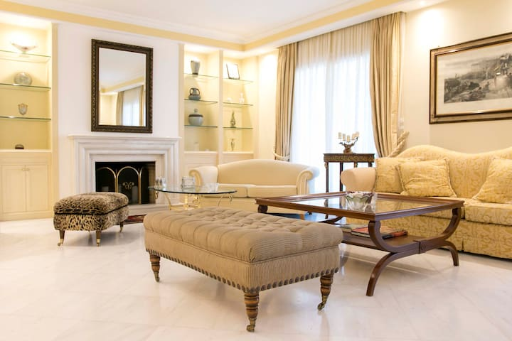 Nautica Luxury Apartment -Athens Riviera